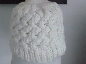 weiss-beige Wollmütze onesize