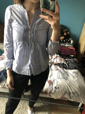 weiß-blau gestreifte Bluse
