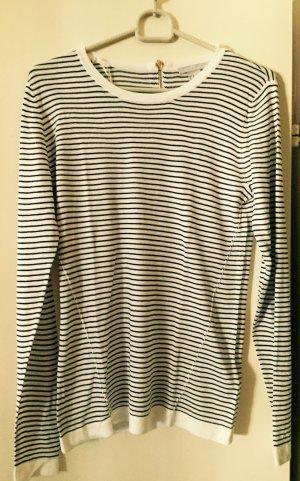 Weiß-blau gestreifter Pullover