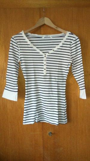 weiß-blau gestreiftes Shirt mit V-Ausschnitt