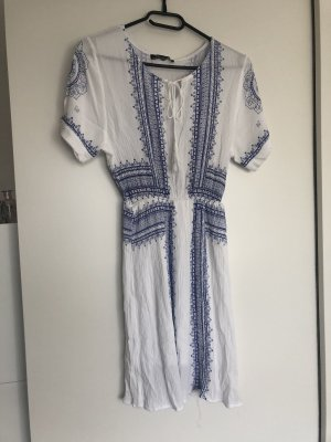 Weiß-Blaues Kleid