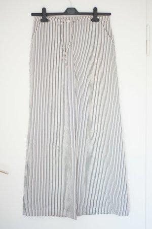 weiß-gestreifte Sommerhose im Marlene-Style