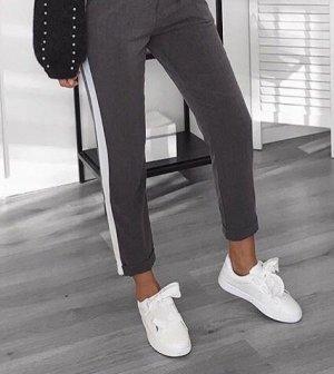 Weiß/Graue Hose