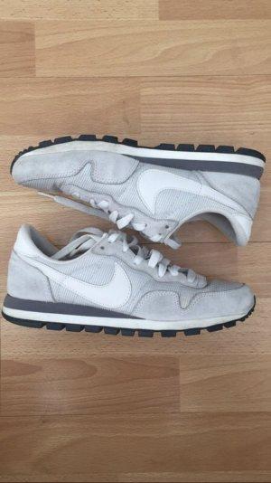 Weiß graue Nike air Sport Schuhe Internationalist