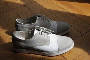 weiß-graue Schnürschuhe von Drievholt