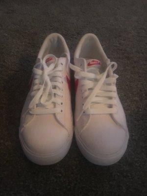 Weiß/rote Nike Sneaker