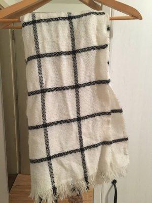 Weiß-schwarz karierter Schal