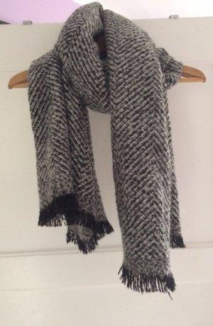 Weiss-schwarzer, dicker Schal