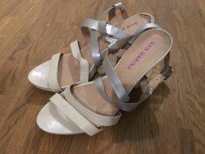 Weiß-Silberne Sommer-Sandaletten
