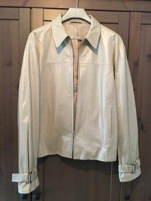 weiß-silbrige Lederjacke mit silberfarbenen Details