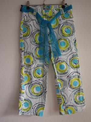 Weiße 3/4 Hose mit blau/grün/schwarzem Muster von LevelOne