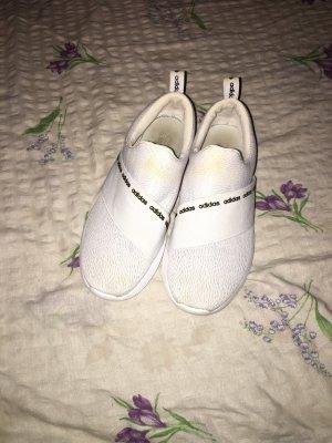 Weiße Adidas
