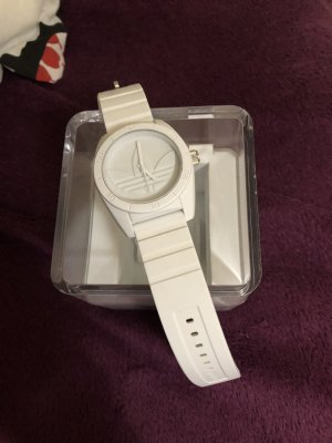 Weiße Adidas Uhr