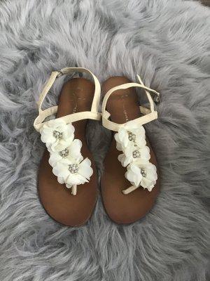 Weiße Blümchen Sandalen