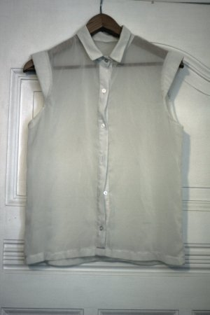 weiße Bluse aus transparenten Stoff