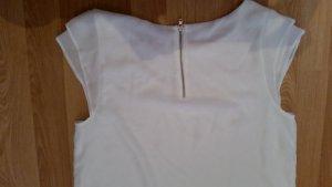 Weiße Bluse kurzarm.