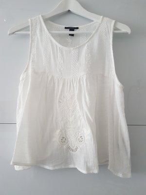 Weiße Bluse mit besticktem Muster