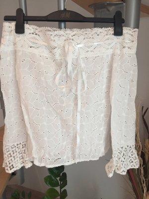 Weiße Bluse mit Carmenausschnitt