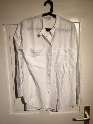 Weiße Bluse mit Druckknöpfen