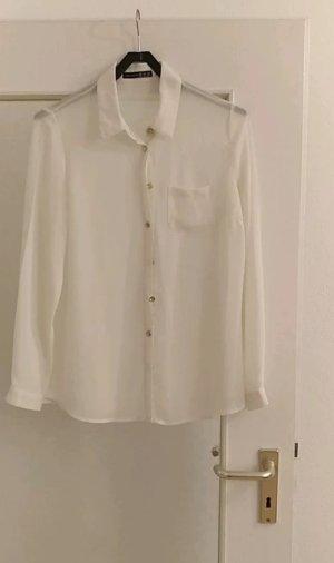 Weiße Bluse mit goldenen Knöpfen