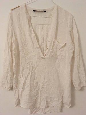 Weiße Bluse mit goldenen Plättchen