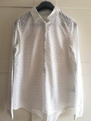 Weiße Bluse mit hellblauen Punkten