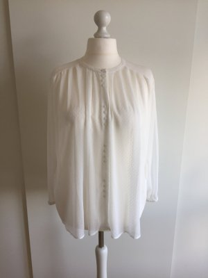 Weiße Bluse mit kleinen Knöpfen