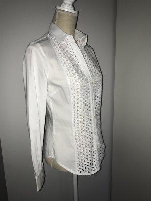 Weiße Bluse mit Lochmuster