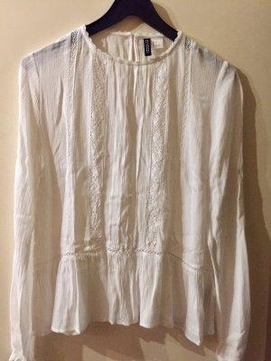 Weiße Bluse mit Lochstickerei