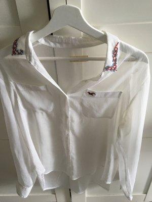 Weiße Bluse mit Perlenketten von hollister