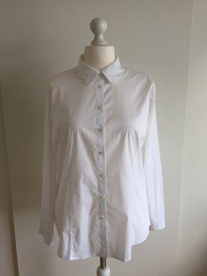 Weiße Bluse mit raffiniertem Kragen