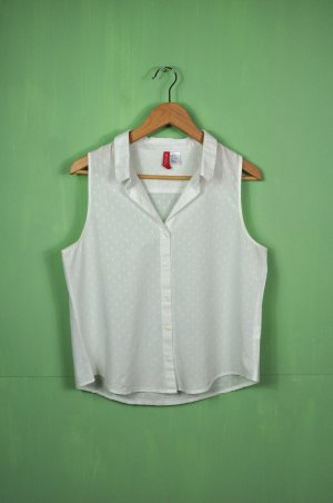 Weiße Bluse mit Rechtecken / Kleinen Stickereien / Details