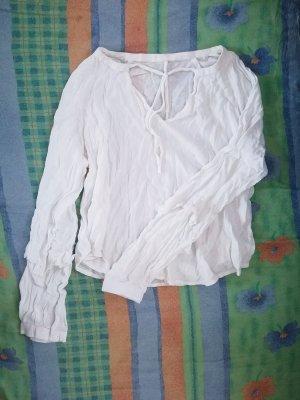 Weiße Bluse mit Rüschen an den Ärmeln