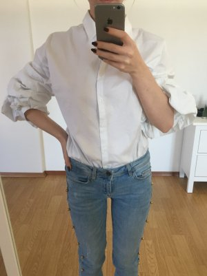 Weiße Bluse mit Rüschenärmeln