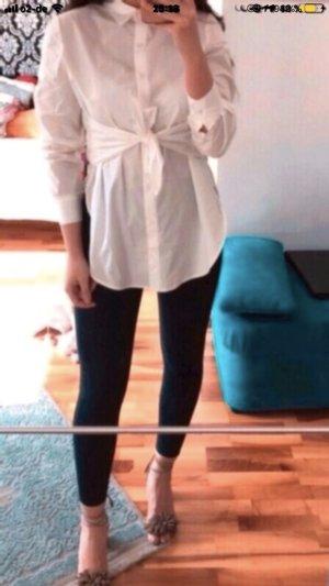 Weiße Bluse mit Schleifenoptik