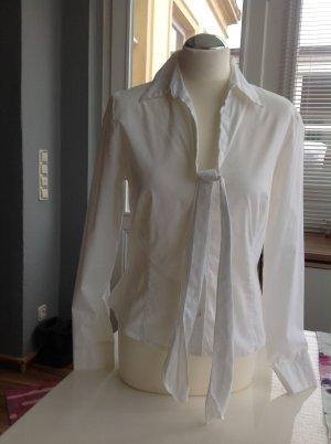weiße Bluse mit Schluppe