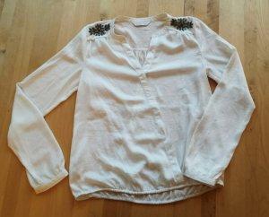 weiße Bluse mit Schulterbesatz