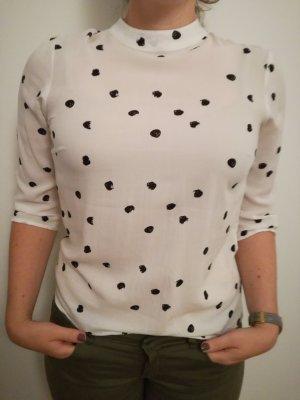 Weiße Bluse mit schwarzem Fleckenmuster