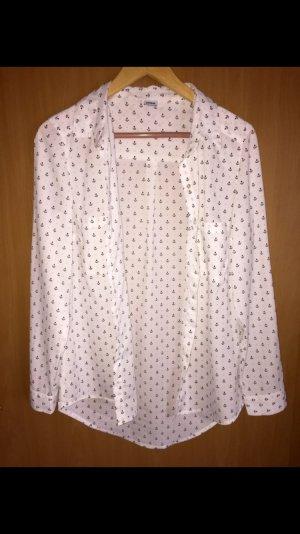 Weiße Bluse mit schwarzen Ankern