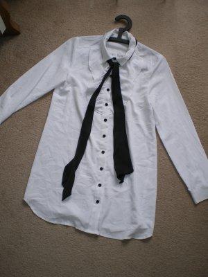 Weiße Bluse mit schwarzen Kontrasten im Kpop / Gothic Stil