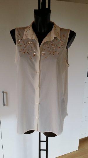 Weiße Bluse mit silber-goldenen Nieten