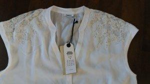 weiße Bluse mit Spitze