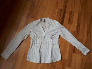 Weiße Bluse mit Spitzendetails