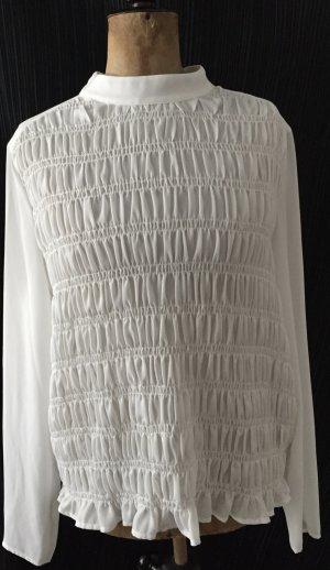 weiße Bluse mit Stehkragen mit gesmoktem Vorderteil
