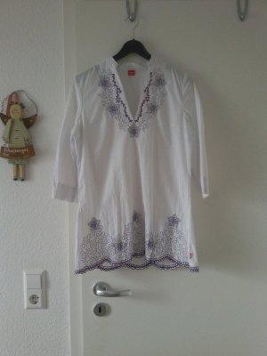 Weiße Bluse mit Stickmuster