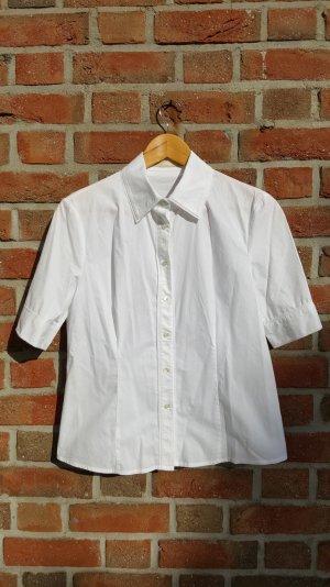 weiße Bluse mit Verzierung