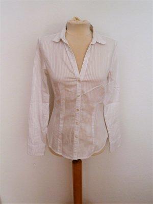 Weiße Bluse tailliert