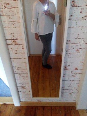 weiße Bluse von H&M (ausgestellten Ärmeln)