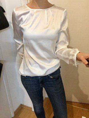 Weiße Bluse von Reken Maar mit fließendem Stoff in Seidenoptik