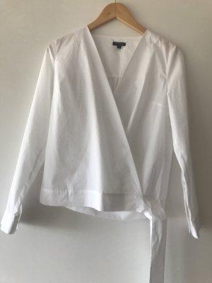 Weiße Bluse zum Binden